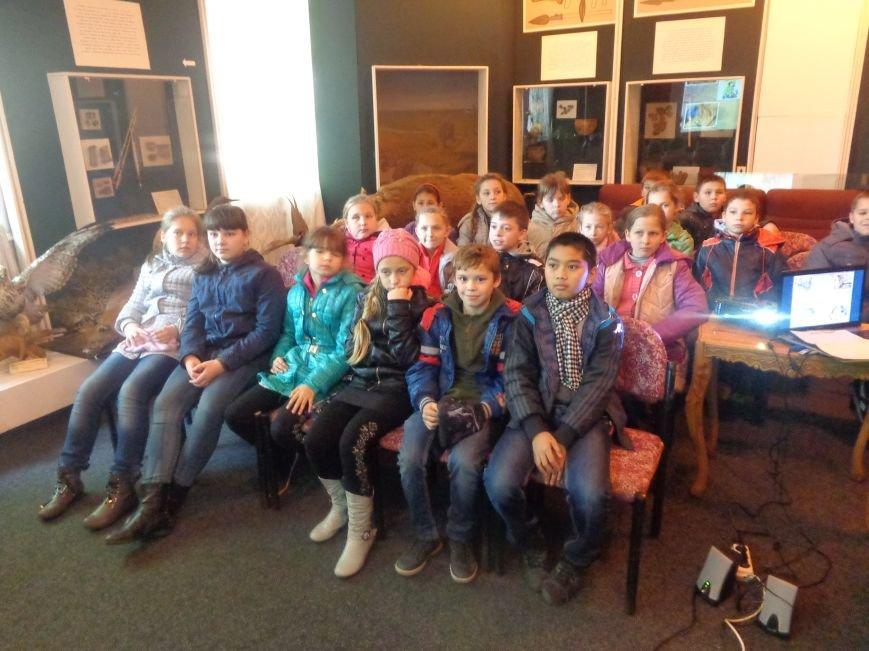 Сотрудники Красноармейского исторического музея провели археологический экскурс для учащихся ОШ №12 (фото) - фото 1