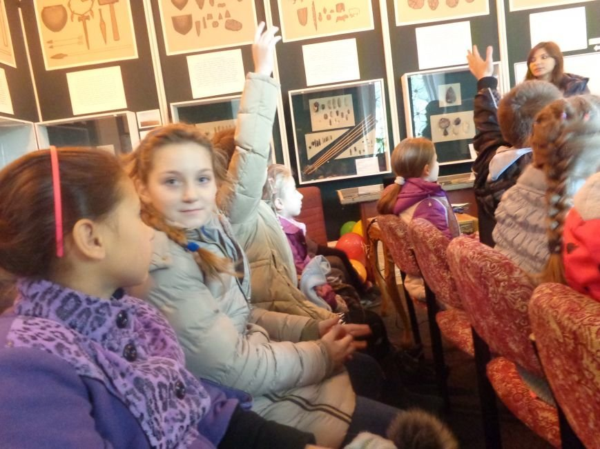 Сотрудники Красноармейского исторического музея провели археологический экскурс для учащихся ОШ №12 (фото) - фото 2