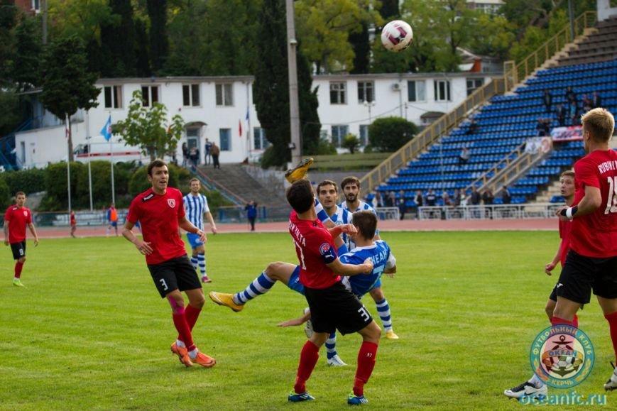 Севастопольские футболисты проиграли в Феодосии местной «Кафе» (ФОТО) (фото) - фото 3