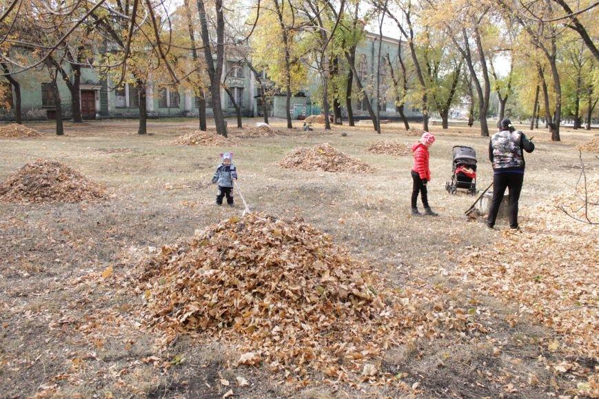 В Доброполье 4 переселенца провели субботник в сквере у дворца культуры (ФОТО), фото-6