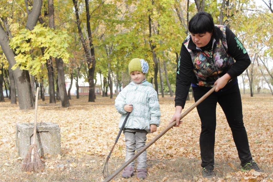В Доброполье 4 переселенца провели субботник в сквере у дворца культуры (ФОТО), фото-4