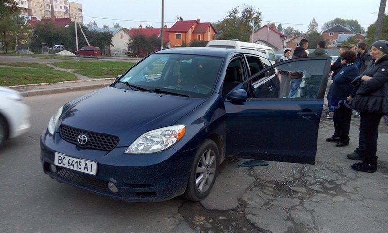 У Львові невідомі вчинили розбійний напад на автомобіль (ФОТО) (фото) - фото 1