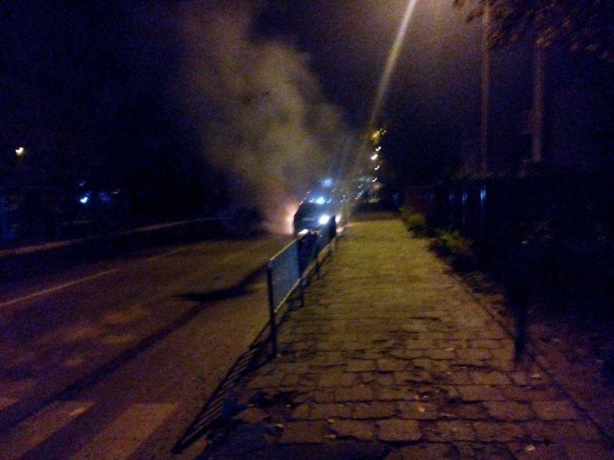 На вулиці Зеленій спалахнув автомобіль (ФОТО) (фото) - фото 1