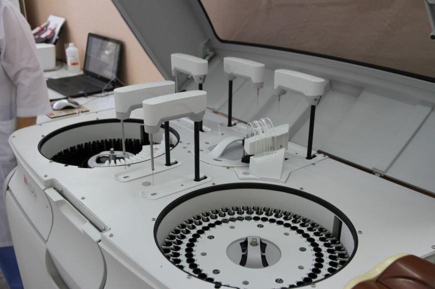 В Николаеве появился уникальный автоматический анализатор крови, который проводит 400 тестов в час (ФОТО), фото-3