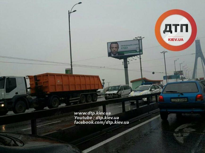 Масштабное ДТП парализовало движение на Московском мосту (ФОТО), фото-2