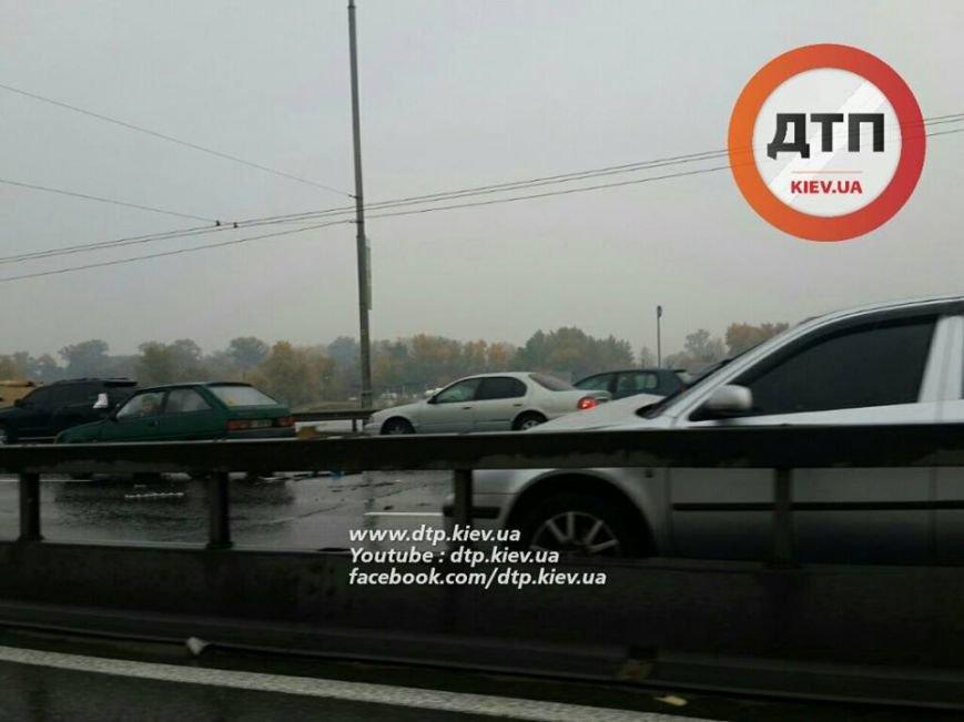 Масштабное ДТП парализовало движение на Московском мосту (ФОТО), фото-1