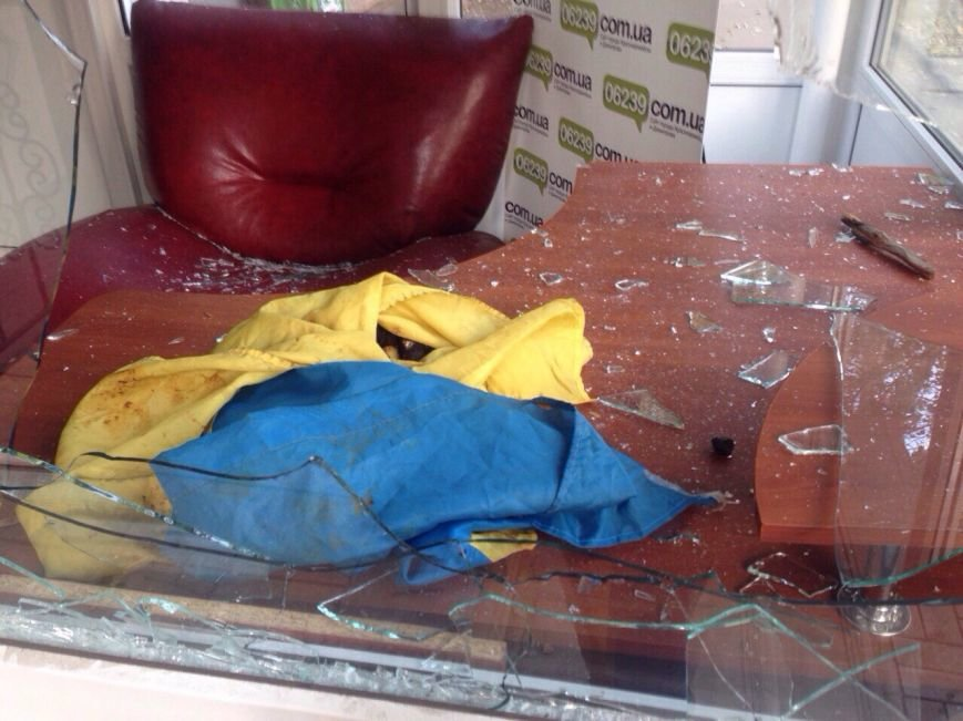 На Донетчине накануне выборов неизвестные напали на редакцию независимого издания. Нападение произошло после конфликта с мэром, фото-3
