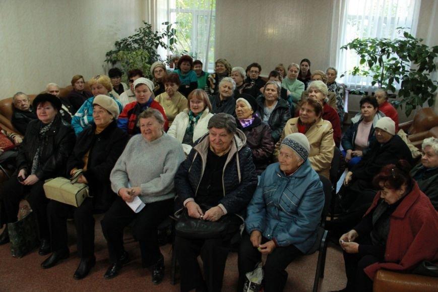 Мы должны повысить качество обслуживания в территориальных центрах, – Борис Филатов (фото) - фото 1