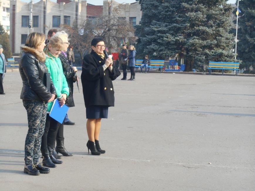 В Славянске прошла акция, посвященная Всеукраинскому Дню борьбы с раком молочной железы (фото) - фото 9
