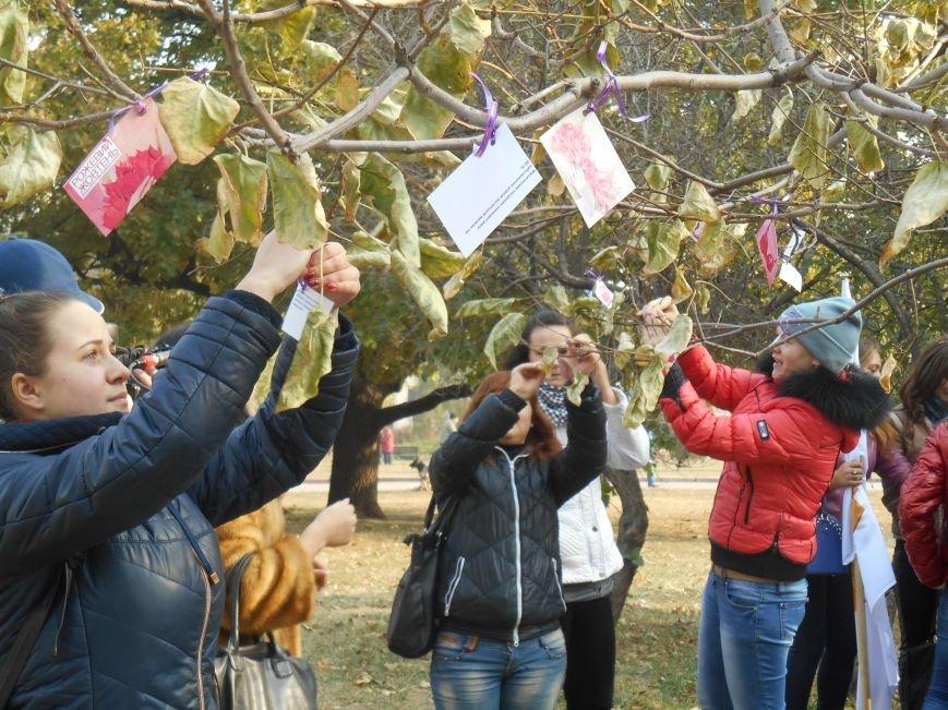 В Славянске прошла акция, посвященная Всеукраинскому Дню борьбы с раком молочной железы (фото) - фото 15