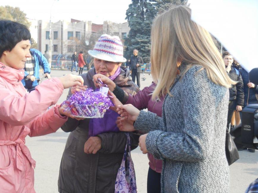 В Славянске прошла акция, посвященная Всеукраинскому Дню борьбы с раком молочной железы (фото) - фото 13