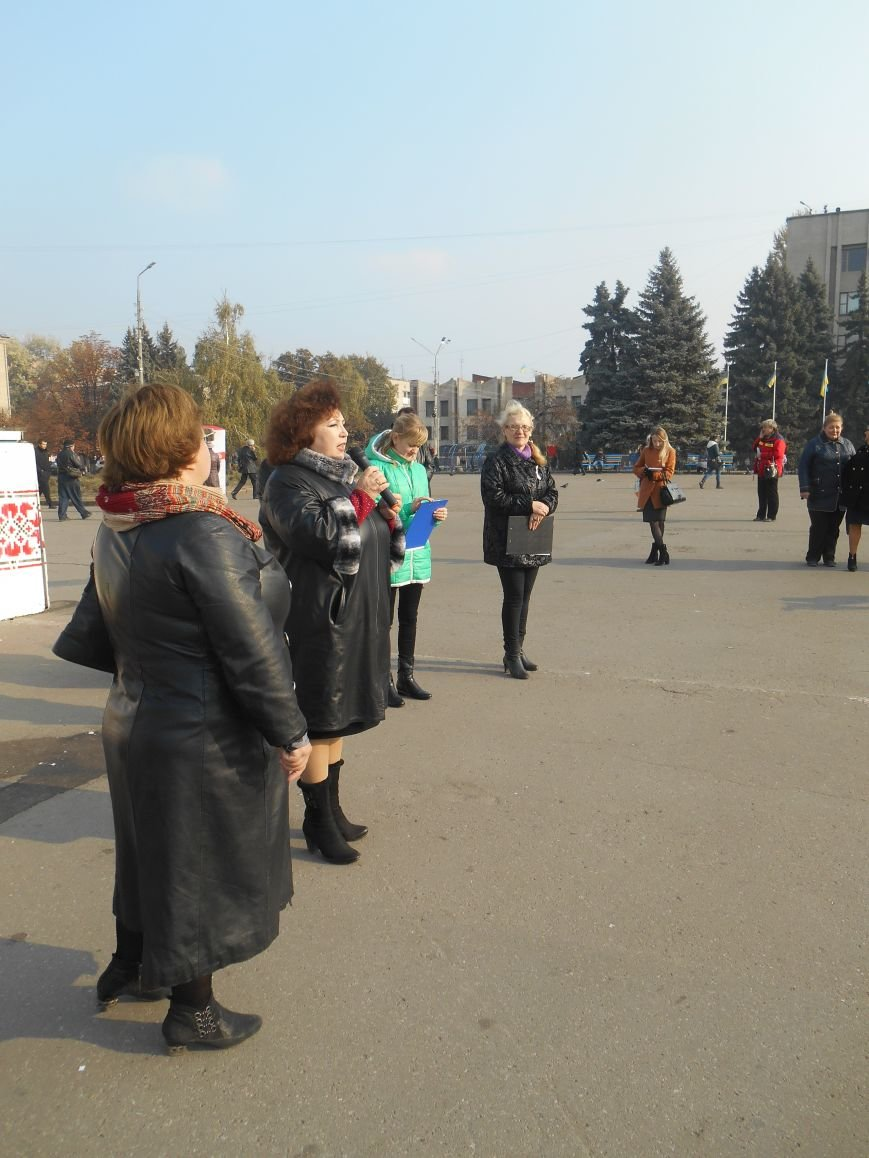 В Славянске прошла акция, посвященная Всеукраинскому Дню борьбы с раком молочной железы (фото) - фото 3