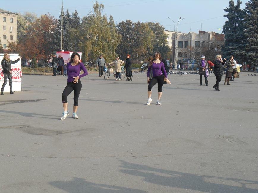 В Славянске прошла акция, посвященная Всеукраинскому Дню борьбы с раком молочной железы (фото) - фото 10