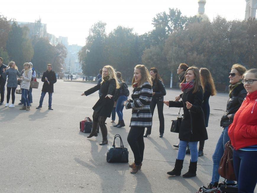 В Славянске прошла акция, посвященная Всеукраинскому Дню борьбы с раком молочной железы (фото) - фото 12