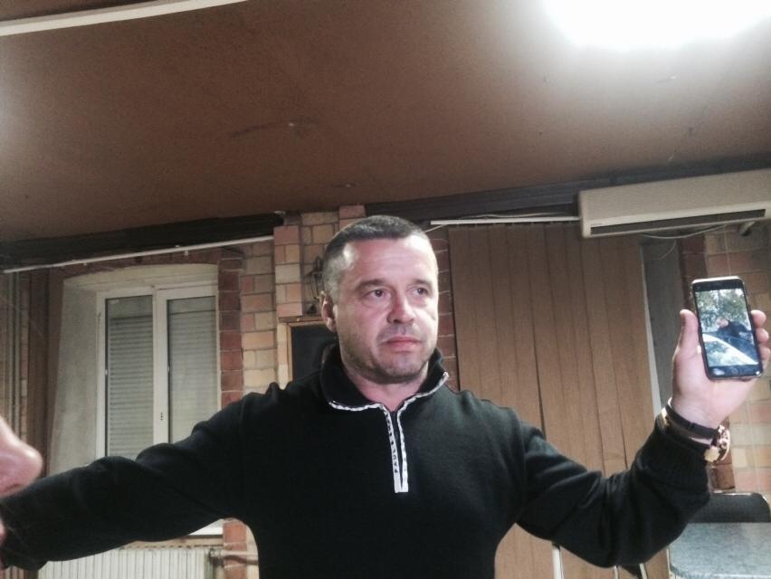 Кандидат в мэры обвинил милицию в том, что ее сотрудники незаконно находятся в помещении Мариупольского горизбиркома (ВИДЕО) (фото) - фото 2