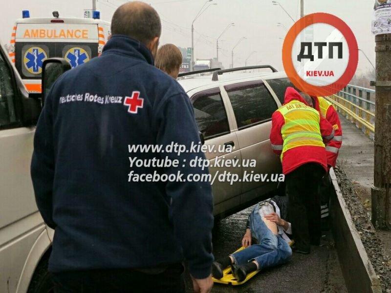 На Победы столкнулись три автомобиля, один человек в реанимации (ФОТО) (фото) - фото 3