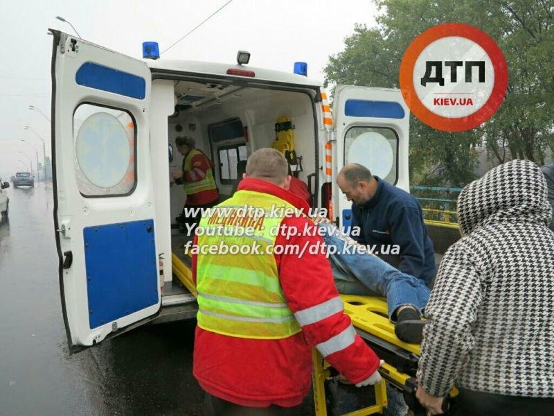 На Победы столкнулись три автомобиля, один человек в реанимации (ФОТО) (фото) - фото 4