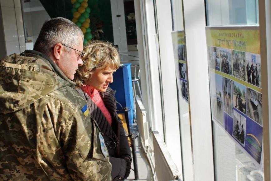 Олександр Удовіченко відвідав фотовиставку воїнів АТО (фото) - фото 3