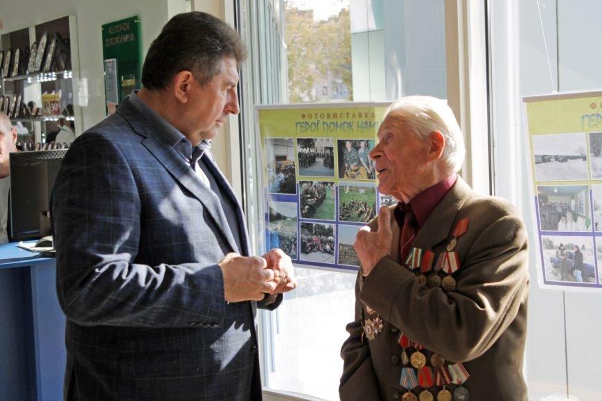 Олександр Удовіченко відвідав фотовиставку воїнів АТО (фото) - фото 1