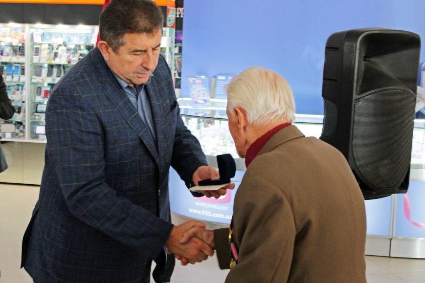 Олександр Удовіченко відвідав фотовиставку воїнів АТО (фото) - фото 8