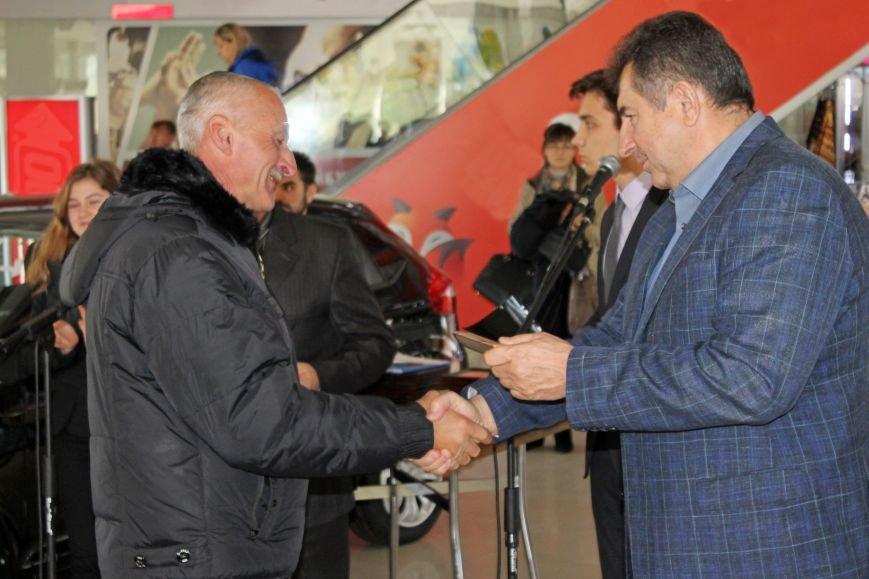 Олександр Удовіченко відвідав фотовиставку воїнів АТО (фото) - фото 6
