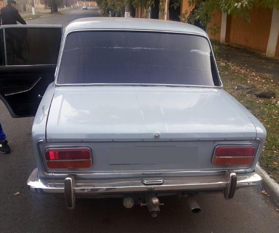 В Артемовске-Бахмуте сотрудники ГАИ обнаружили гранату в автомобиле (фото) - фото 1