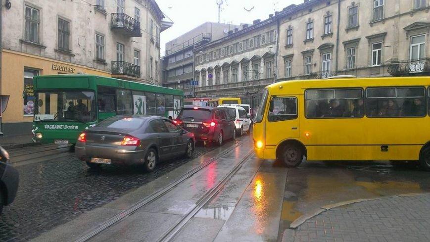 У Львові тимчасово зупинились трамваї (ФОТО), фото-2