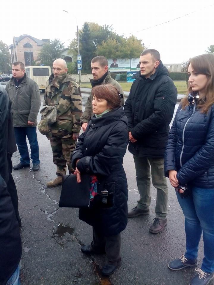 Тернополяни зустріли тіло загиблого в АТО воїна Віталія Фурсика (фото) - фото 1
