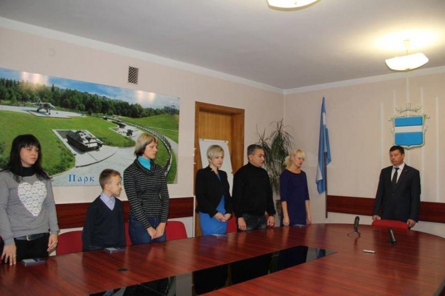 Нагороджені посмертно: родинам загиблих кременчуцьких бійців АТО вручили медалі (фото) - фото 1