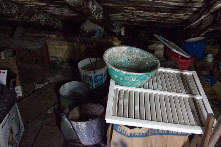 Из-за сильного дождя у семьи на Успенской протекает потолок и рушится чердак, а властям плевать (фото) - фото 2