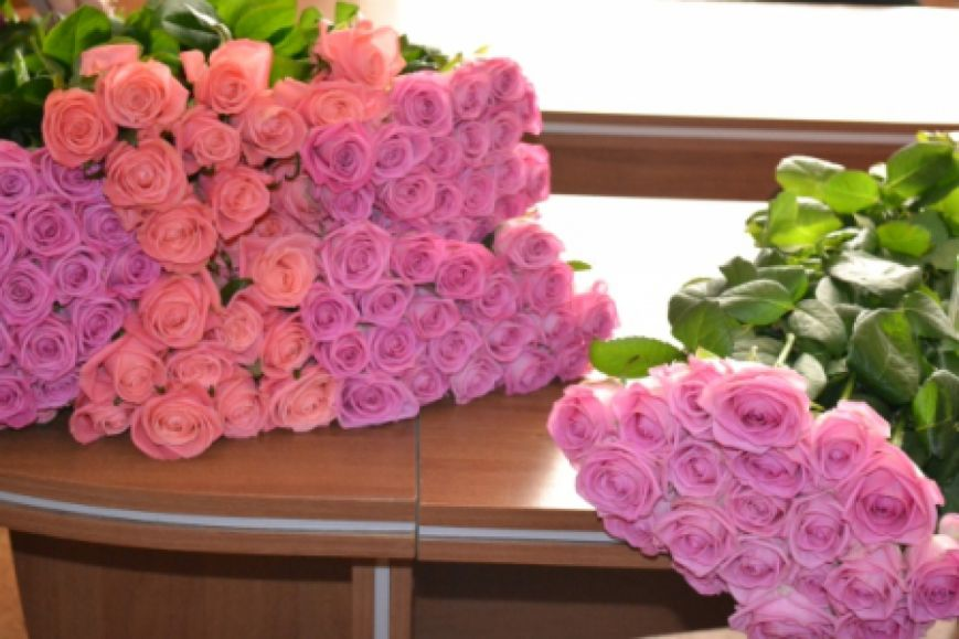 В Николаеве моряки раздавали розы на Советской (ФОТО) (фото) - фото 1