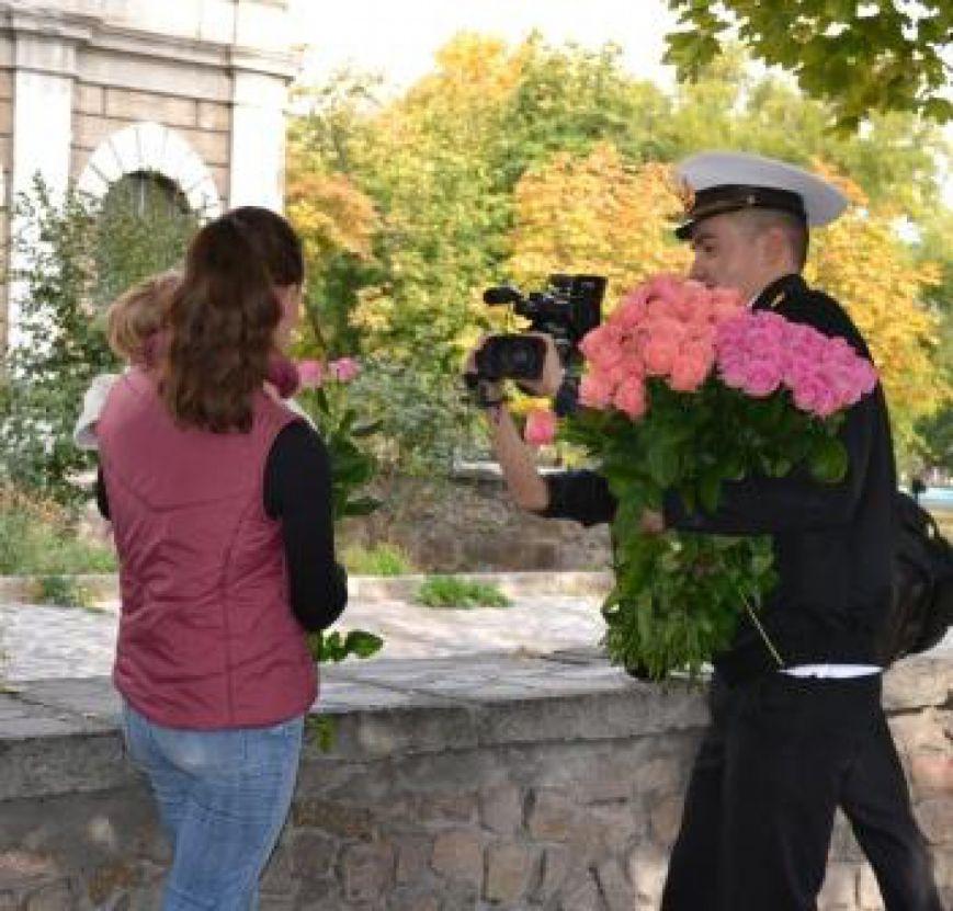 В Николаеве моряки раздавали розы на Советской (ФОТО) (фото) - фото 2