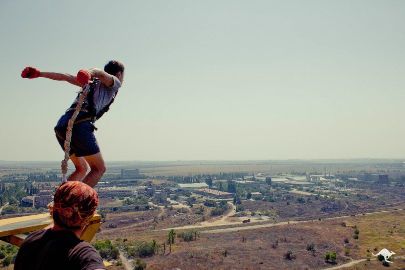 В Одессе экстремалы прыгают с трубы высотой 101 метр (ФОТО, ВИДЕО) (фото) - фото 1
