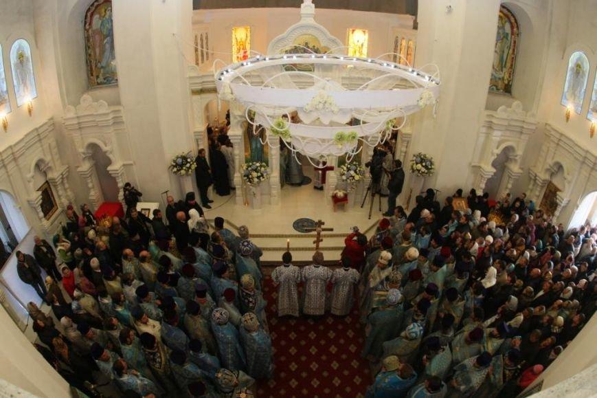 Мы будем сохранять добрые традиции, оберегая веру во имя мира и единства в Днепропетровске и Украине, - Вилкул (фото) - фото 2