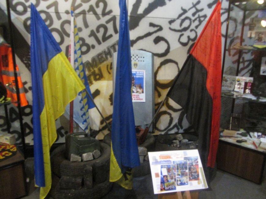 В Днепропетровске приехала выставка «Україна понад усе» (ФОТО), фото-5