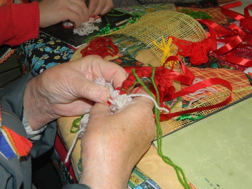 Переселенцы и местные жители Артемовска-Бахмута приняли участие в творческом мастер-классе (фото) - фото 1