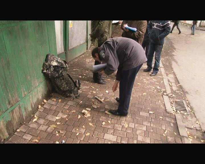 У Франківську затримано чоловіка, який розгулював з гранатами та патронами, фото-2
