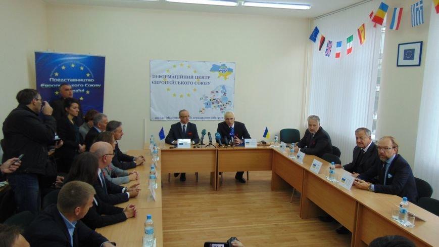 21 октября в Мариуполе открыли 21 Информационный центр ЕС на территории Украины (фото) - фото 2