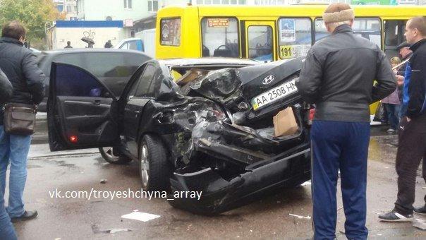 На Драйзера водитель легковушки снёс остановку (ФОТОФАКТ) (фото) - фото 2