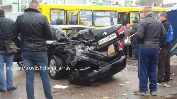 На Драйзера водитель легковушки снёс остановку (ФОТОФАКТ) (фото) - фото 1
