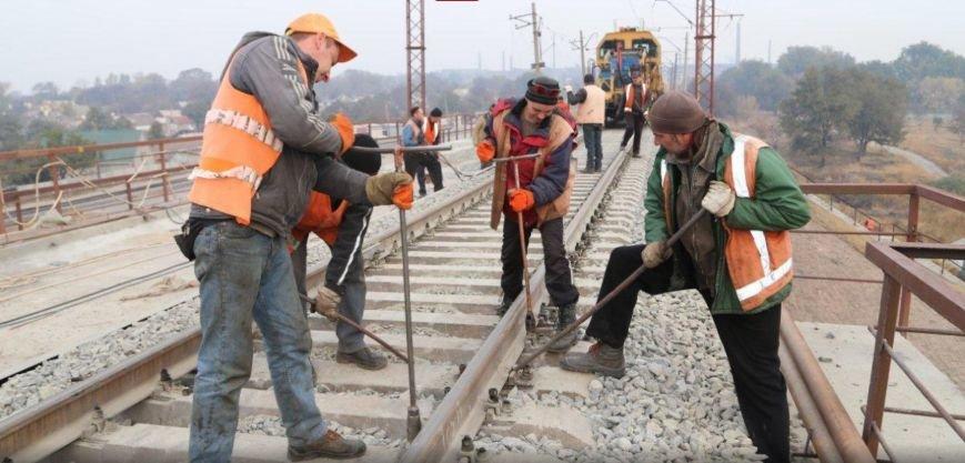 Прорыв блокады: Ключевой ж/д мост в Мариуполе восстановлен (фото) - фото 1