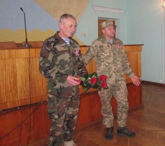 Тернопільському кіборгу вручили нагрудний знак «За оборону Донецького аеропорту» (фото) - фото 1