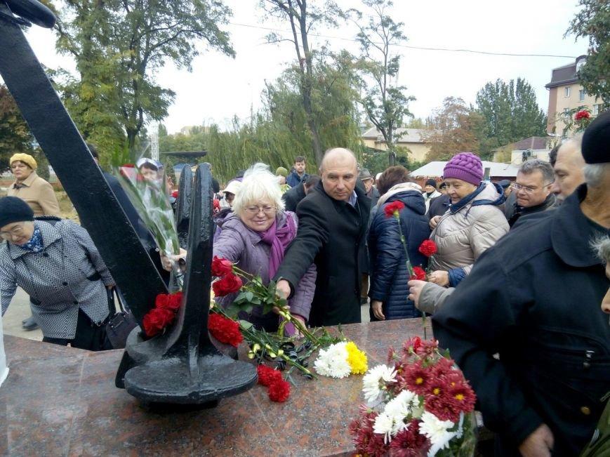 В Мариуполе открыли памятник погибшим морякам (ФОТО+ВИДЕО), фото-11