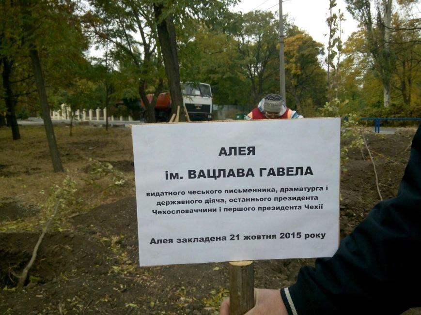 В Мариуполе появилась аллея Вацлава Гавела (ФОТО+ВИДЕО) (фото) - фото 1