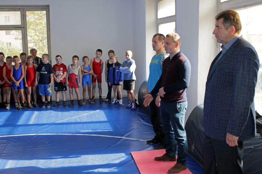 Команда «Рідне місто» здійснила реконструкцію спортивної зали (фото) - фото 1