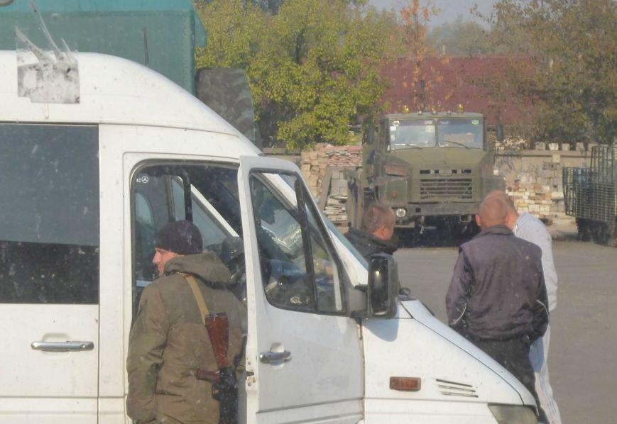 На базу полка «Днепр-1» в Красноармейске прибыло подкрепление - как бойцы, так и неизвестные вооруженные лица (фото) - фото 4