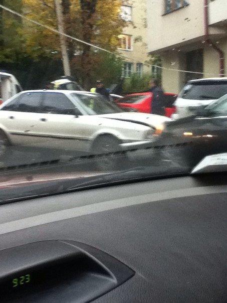 На вул. Героїв Майдану «поцілувались» дві автівки (ФОТО) (фото) - фото 2
