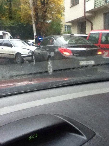 На вул. Героїв Майдану «поцілувались» дві автівки (ФОТО) (фото) - фото 1