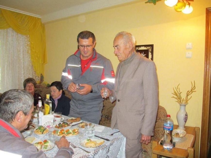 Муса Магомедов поздравил от имени большой семьи заводчан с 80-летним юбилеем человека, стоявшего у истоков АКХЗ (ФОТО), фото-1