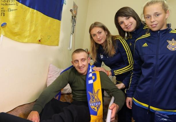 soccer_zbirna_WOMAN_in_war_gospital_Lviv__E_Kraws__0923__1445498665_613x425.79537115439_3_0